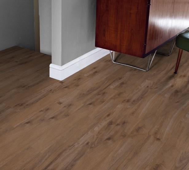 Tudor Oak - Knight Tile | Room View
