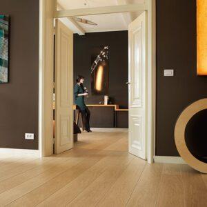 Natural Varnished Oak Planks LPU 1284 | Quick-Step Laminate