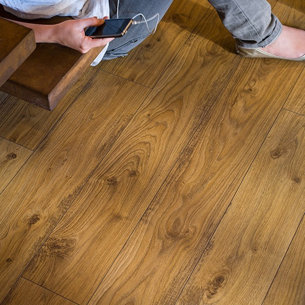 Old white oak natural planks ue1493 quick step laminate for Quick step laminate flooring uk
