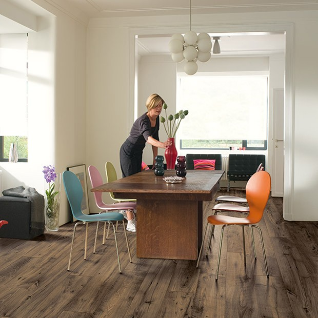 Quick Step Laminate | Perspective Wide | Reclaimed Chestnut Brown Plank UFW1544