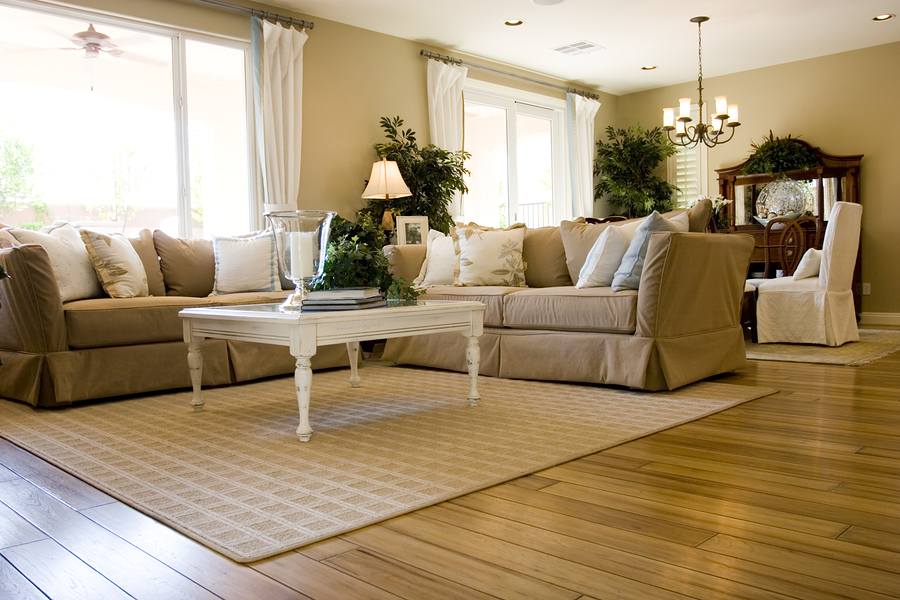 Modern tastefully decorated living room with Quick-Step flooring.
