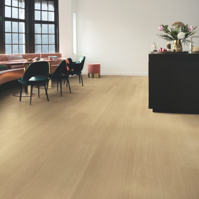 Beige Varnished Oak SIG4750 | Signature | Quick-Step Laminate - Lounge FLooring
