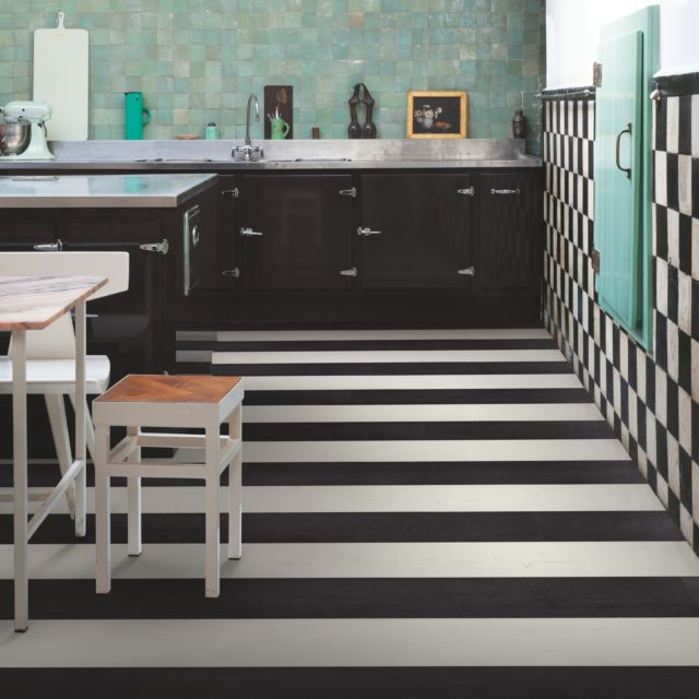 Painted Oak Black SIG4755 | Signature | Quick-Step Laminate Flooring - Kitchen