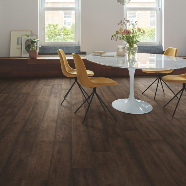 Waxed Oak Brown SIG4756 | Signature | Quick-Step Laminate Flooring