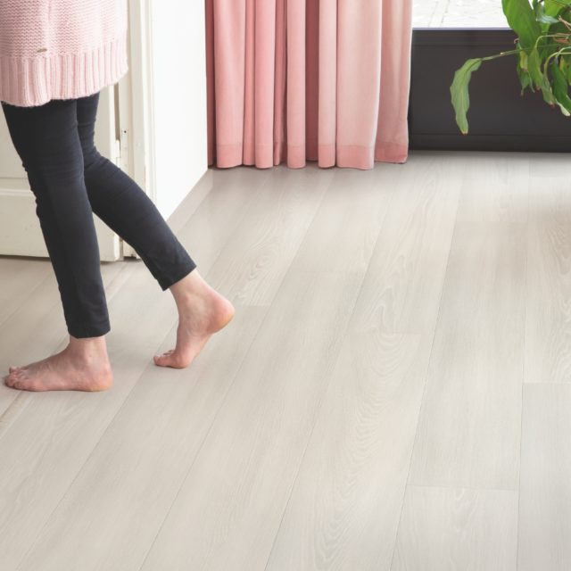 White Premium Oak SIG4757 | Signature | Quick-Step Laminate Flooring - Hallway