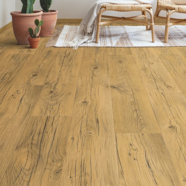 Cracked Oak Natural SIG4767 | Signature | Quick-Step Laminate Flooring - Dinning Room