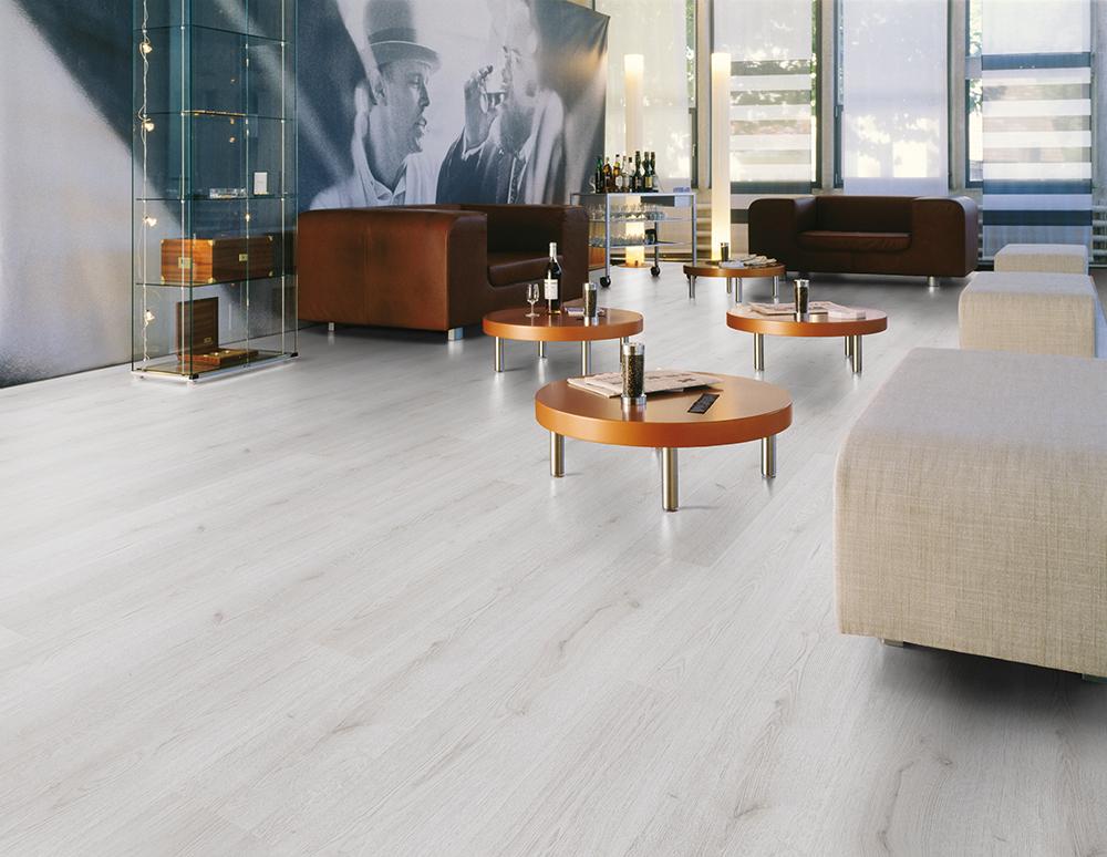 Trend Oak White D3201 Kronotex Basic, White Distressed Laminate Flooring