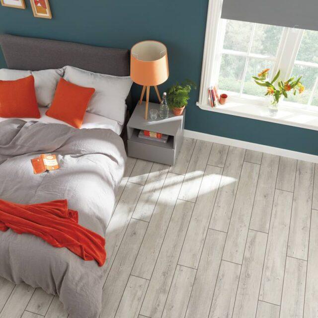 Light Distressed Oak VGW111T | Karndean Van Gogh | Best at Flooring