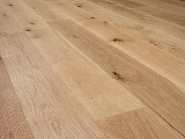18mm Brushed & UV Oiled Oak Engineered Wood | Best at Flooring