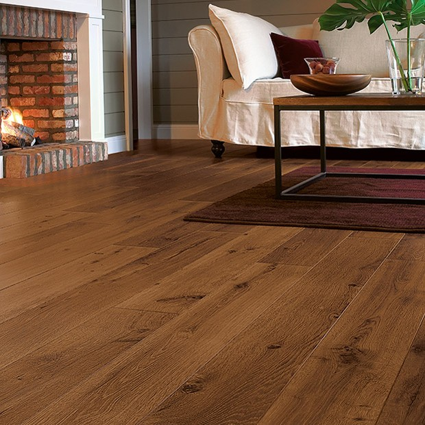 Quick Step Laminate | Perspective | Vintage Oak Dark Varnished Planks UF1001