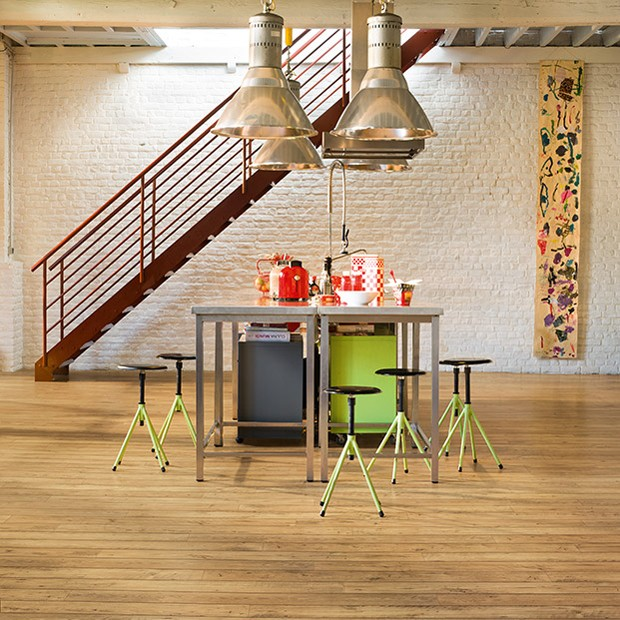 Quick Step Laminate | Perspective Wide | Reclaimed Chestnut Natural Plank UFW1541