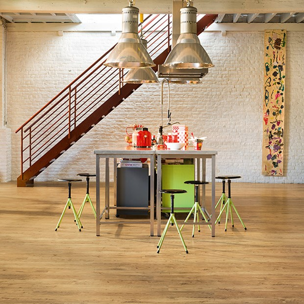 Quick Step Laminate | Eligna Wide | Reclaimed Chestnut Natural Planks UW1541