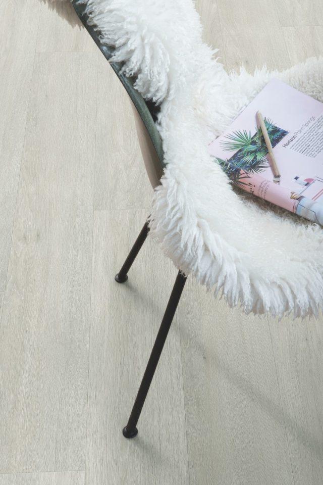 Quick Step Livyn   Balance Click Plus   Silk Oak Light BACP40052