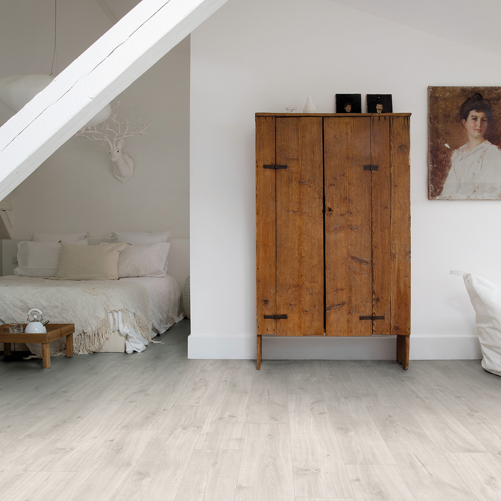 Quick Step Livyn | Balance Click | Canyon Oak Light With Saw Cuts BACL40128