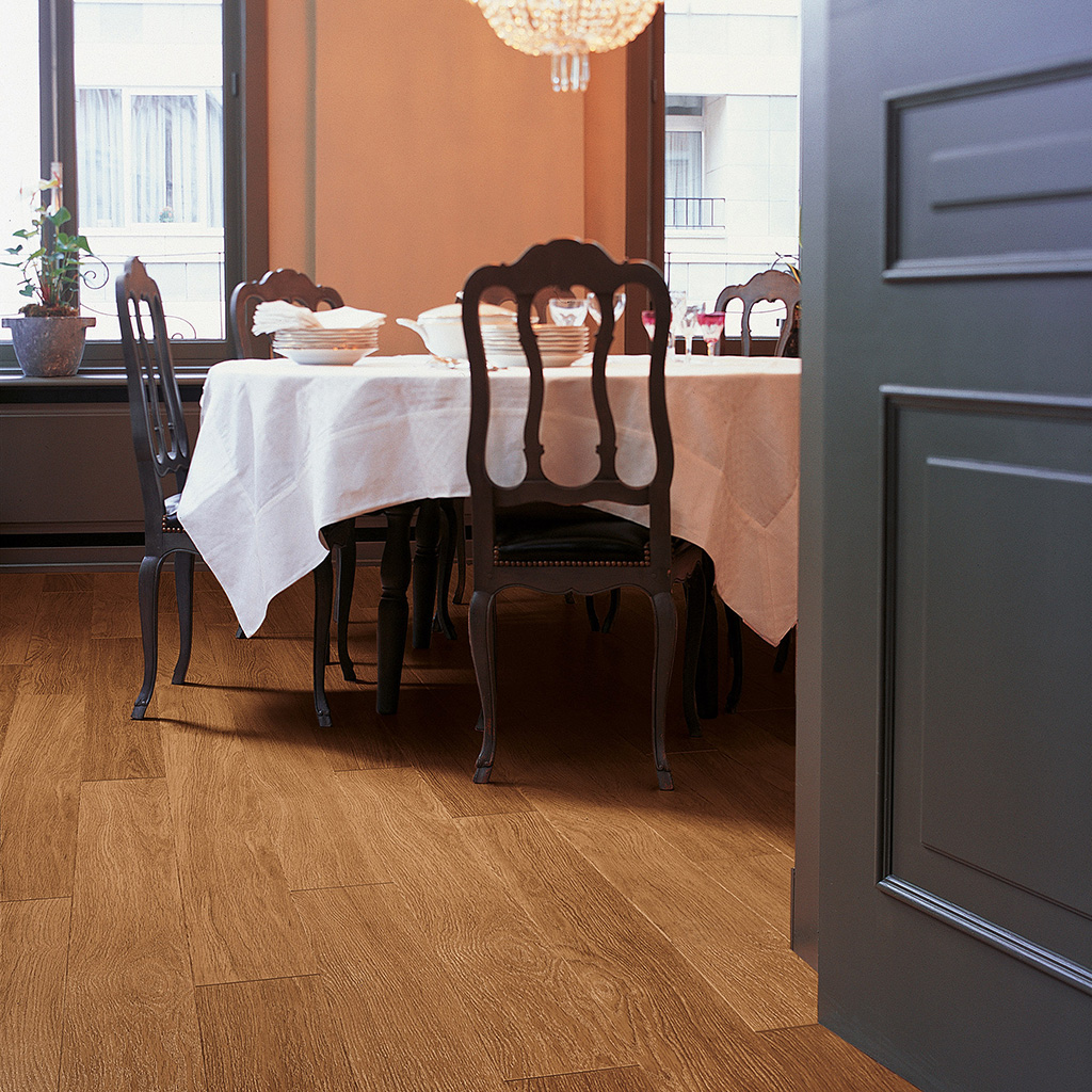 Quick Step Laminate | Perspective | Dark Varnished Oak UF918